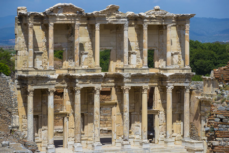 efeso: The ruins of the ancient antique city of Ephesus, the library of Celsus, the amphitheater temples and columns. Candidate for the UNESCO World Heritage List Archivio Fotografico