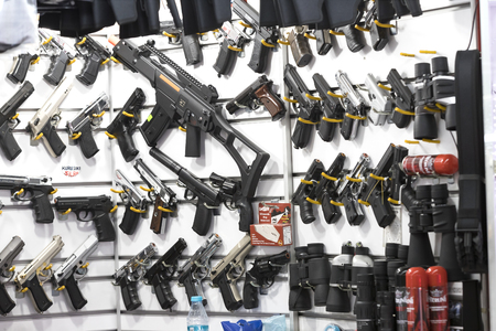 ISTANBUL, TURKEY - 4 APRIL 2017: Showcase of a gun shop in Istanbul at a weapons store on the Galata Bridge. Редакционное