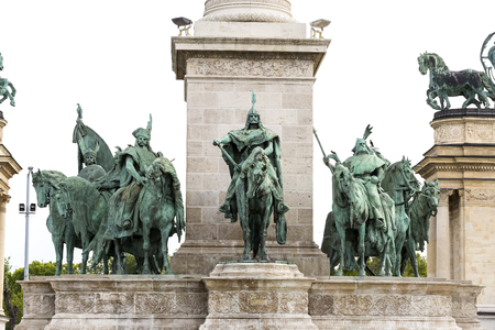 The area of ??the Hungarian heroes Budapest elements of architecture and sculpture of historical personalities.