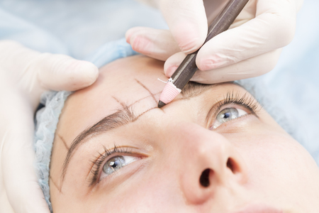Microblading eyebrows workflow in a beauty salon Stock Photo - 82543354