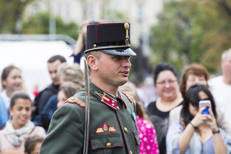 Constitución: BUDAPEST, HUNGARY - 20 AUGUST 2017: Parade performance of the Hungarian Guard in front of tourists near the parliament in Budapest