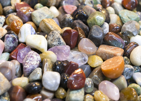 Background of colored stones of ordinary and semi-precious Imagens