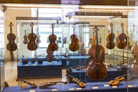 6 JUNE 2018, MILAN, ITALY: Exhibition of musical instruments of Milan is exhibited in the Sforza Castle Museum. Banque d'images - 104406891