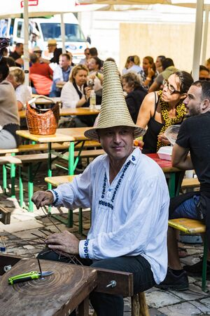 BUDAPEST, HUNGARY - AUGUST 19, 2017: Traditional folk fair in honor of Saint Istvn and the first bread in Hungary with folk masters. Budapest. Hungary 스톡 콘텐츠