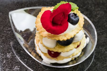 Mini canapes for refreshments at banquets receptions catering on a dark Zdjęcie Seryjne - 130754250