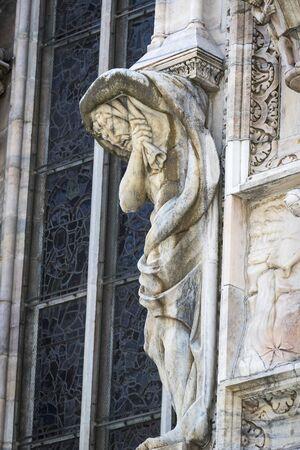 6 JUNE 2018, MILAN, ITALY: Sculptures of saints and martyrs decorating the Cathedral of Milan (Duomo di Milano) are shot closeup. Редакционное