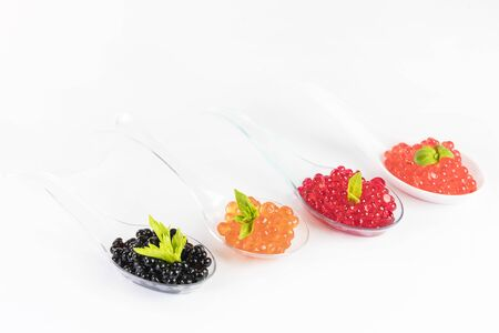 Molecular cuisine caviar elements shot closeup of a plastic buffet table spoon. 免版税图像