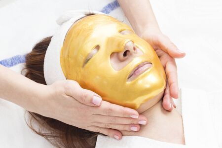 Procedure female cosmetic mask and chistak face in a beauty salon.