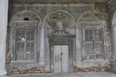 puertas antiguas: old doors Foto de archivo
