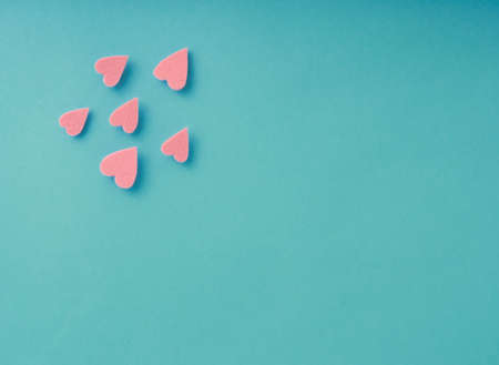 Isolated felt hearts soar over a blue background with copy space Standard-Bild