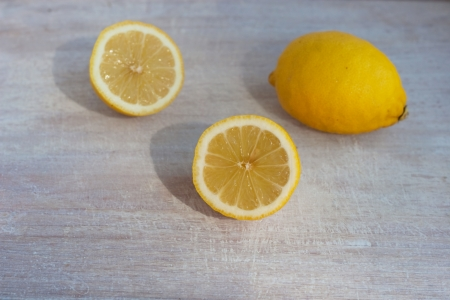 citrous: yellow lemons on the painted white wood Stock Photo