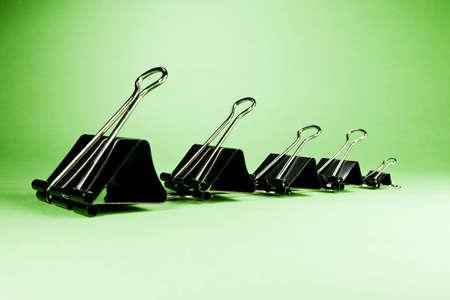 decreasing in size: Nero clip di varie dimensioni disposti in ordine decrescente