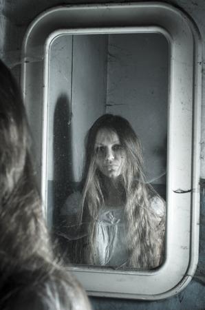 dirty girl: Horror girl in the mirror