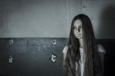 lunatic: Horror girl in white dress