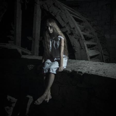 dead girl: Horror girl in white dress