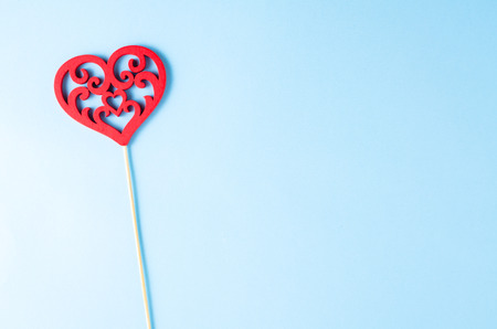 matrimonio feliz: Coraz�n en fondo azul. De cerca