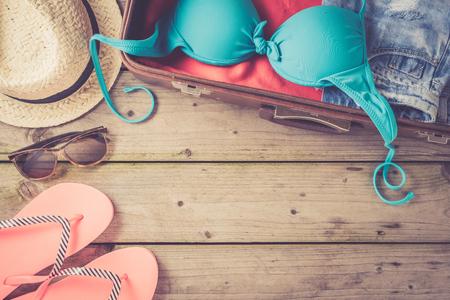 ビーチや夏服を着てオープン バッグ