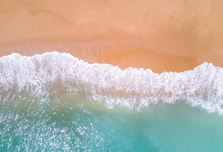 Aerial view of tropical sandy beach and ocean. Фото со стока
