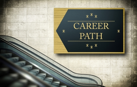 キャリア パスの概念とエスカレーターの階段を移動