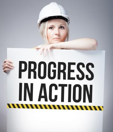 mujer trabajadora: El progreso en se�al de acci�n en el cartel de la informaci�n y de la mujer trabajadora