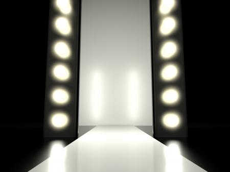 Empty fashion runway verlicht door gloeiende licht Stockfoto