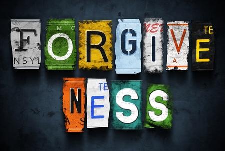 perdonar: Palabra perdón en las placas de coche roto vendimia
