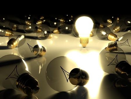 pensamiento creativo: Una bombilla de luz incandescente entre otras bombillas Foto de archivo
