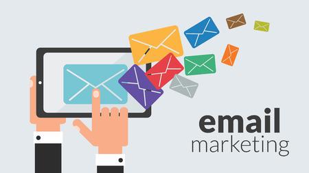 interacci�n: Tablet PC de negocios con la comercializaci�n del email. Concepto del vector para la publicidad online