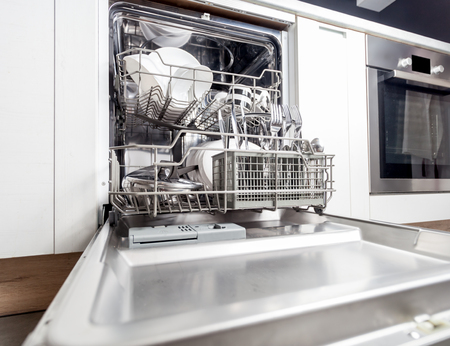 Clean dishes in dishwasher machine after washing cycle Stockfoto