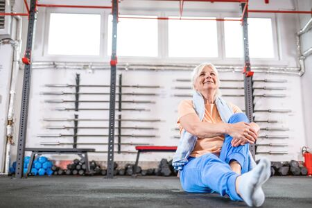 Happy senior woman in the fitness club Reklamní fotografie - 127359200