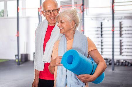 Senior couple ine the fitness club Reklamní fotografie - 127359276