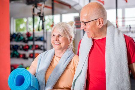 Senior couple ine the fitness club Reklamní fotografie - 127359353