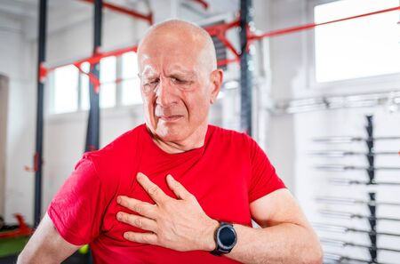 Senior man at the gym suffering from pain in shoulder Reklamní fotografie - 127359354
