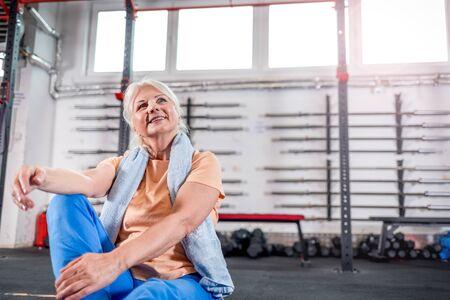 Happy senior woman in the fitness club Reklamní fotografie - 127359366