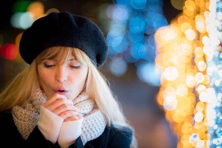 Happy smiling girl at cold Christmas night walking along illuminated alley Reklamní fotografie