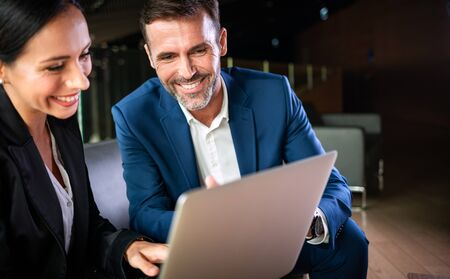Businessman And Businesswoman Meeting In Modern Office Banco de Imagens
