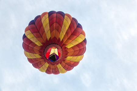 Hot Air Balloon Over the Sky Imagens