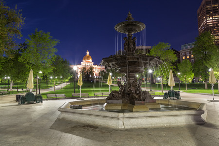 Brewer Fountain at Night in Boston Imagens