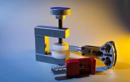 Mini vice to screw on watch lid