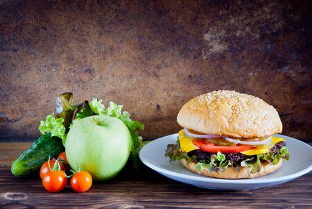 Choice between fresh fruit vegetables and burger Zdjęcie Seryjne