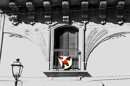 palazzolo: Palazzo siciliano con un tocco di colore - Siracusa, Sicilia Archivio Fotografico