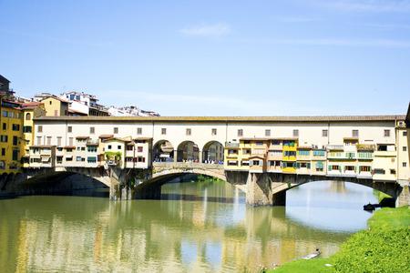 river arno: Old bridge over the River Arno, Florence