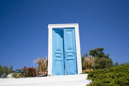giardino: exterior door ajar - blue and white