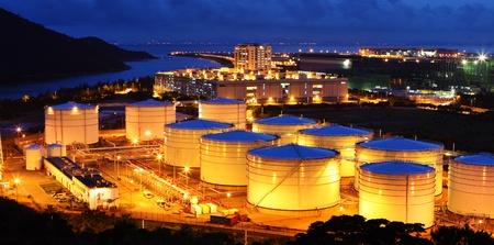 refiner�a de petr�leo: Granja de tanque de combustible de aviaci�n