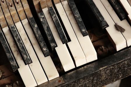 teclado de piano: teclado del piano roto