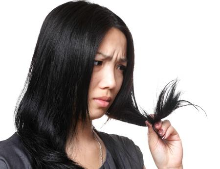 woman issues: la mujer tiene problemas de pelo