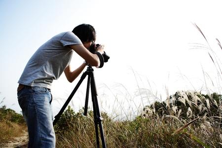 El fotógrafo toma la foto en el campo Foto de archivo - 11623318