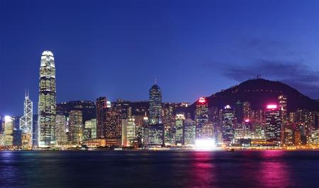 夜に香港のスカイライン