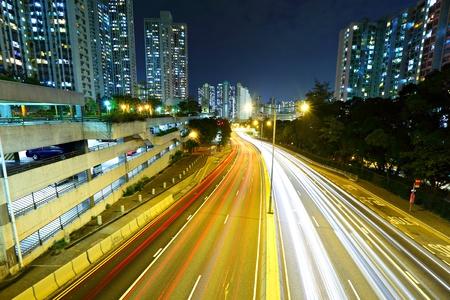 light trail: el tr�fico de luz nocturna pista de