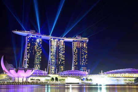 sand harbor: Singapore skyline at night Editoriali